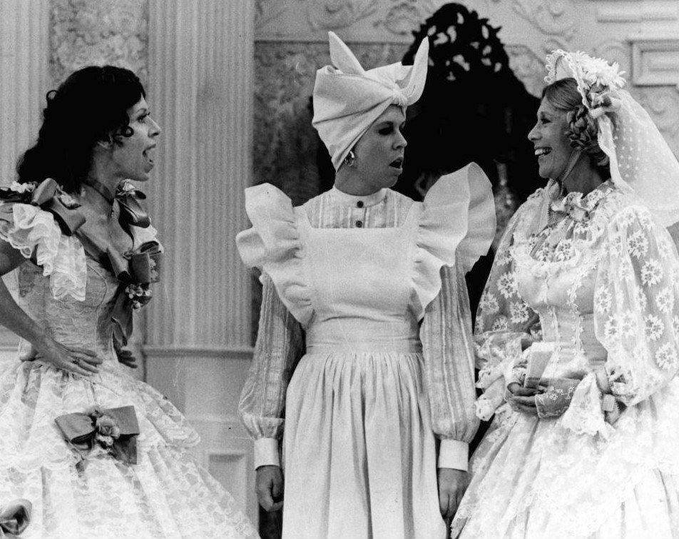 carol lburnett, 1977, the carol burnett show, dinah shore, guest stars, vicki lawrence, regular cast, went with the wind, gone with the wind parody, sketch comedy, sitcoms, 1970s musical variety, 1970s tv comedy shows