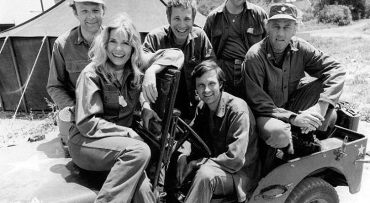 mash cast 1974, alan alda, captain hawkeye pierce, loretta swit, major margaret hot lips houlihan, larry linville, major frank burns, wayne rogers, trapper john, gary burghoff, cpl walter radar oreilly, mclean stevenson, lt col henry blake, 1970s sitcoms, emmy awards, 1970s television series, korean war