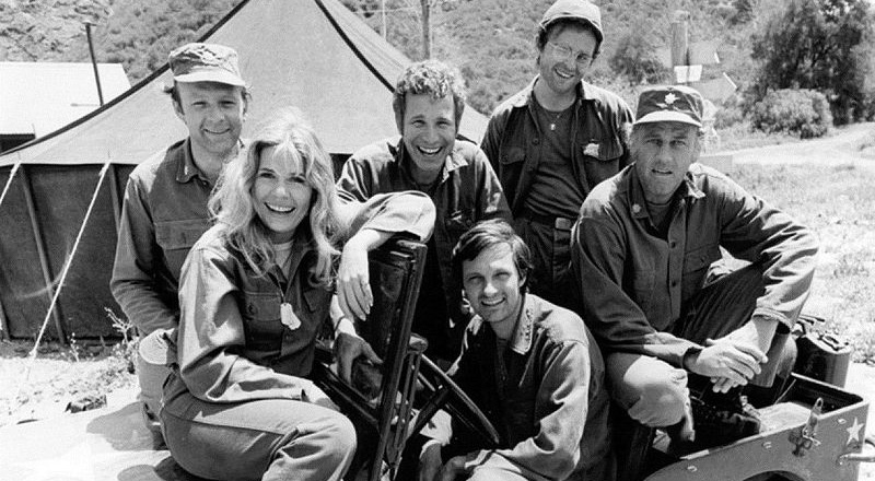 mash cast, alan alda, captain hawkeye pierce, loretta swit, major margaret hot lips houlihan, larry linville, major frank burns, wayne rogers, trapper john, gary burghoff, walter radar oreilly, mclean stevenson, col henry blake, 1970s TV sitcoms, 1970s television series, korean war
