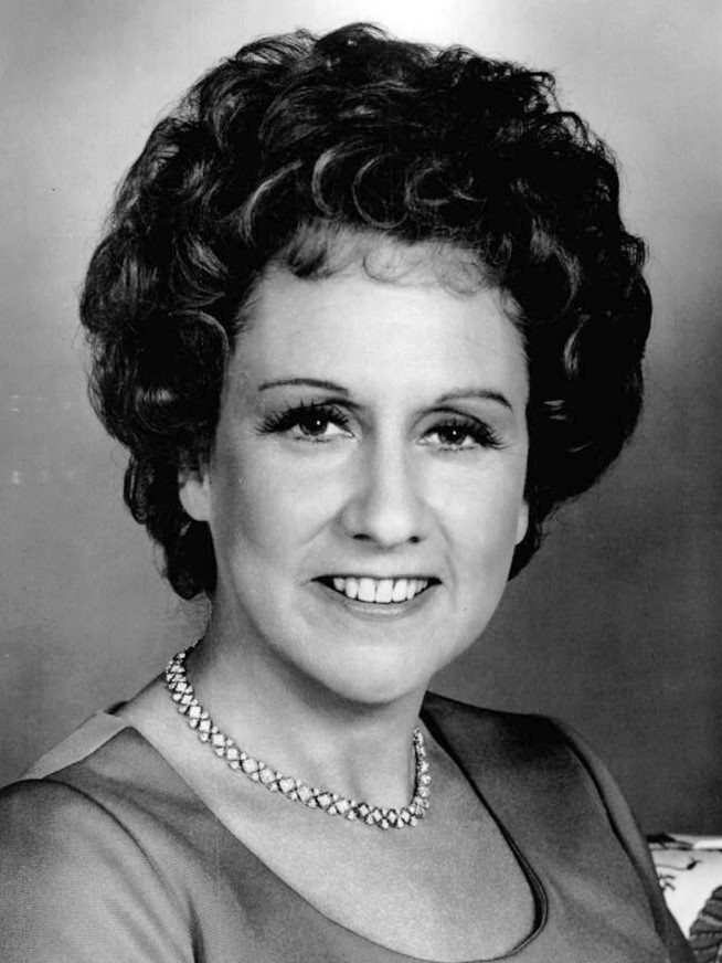 jean stapleton 1977, american actress, 1970s television series, 1970s sitcoms, all in the family, edith bunker