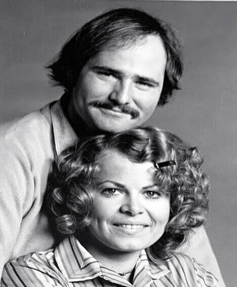sally struthers, rob reiner, american actors, 1970 tv shows, sitcoms, classic television series, all in the family, gloria bunker stivic, meathead, mike stivic