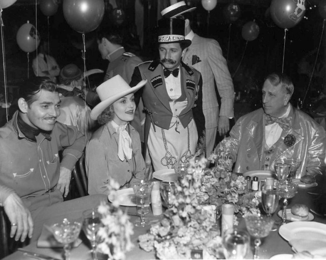 william randolph hearst, hearst castle party, american actors, clark gable, carole lombard, movie director mervyn leroy