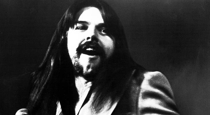 bob seger 1977, 1970s rock bands, american rock singer, songwriter, silver bullet band lead singer, american musicians, rock and roll singers, baby boomer fans, rock albums, 1970s hit songs, night moves, stranger in town, 1970s hit singles, best rock songs, mainstreet, old time rock and roll, still the same, we've got tonight, bob seger birthday, born may 6 1946, bob seger  younger