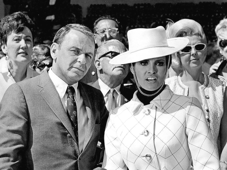 raquel welch 1968, american actress, model, frank sinatra, american singer, movie star, actor, 1960s movies, lady in cement