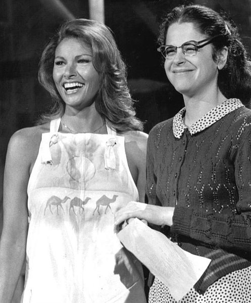 raquel welch 1976, american model, actress, gilda radner, comedian, 1970s television series, 1970s tv variety shows, snl sketch comedy, saturday night live
