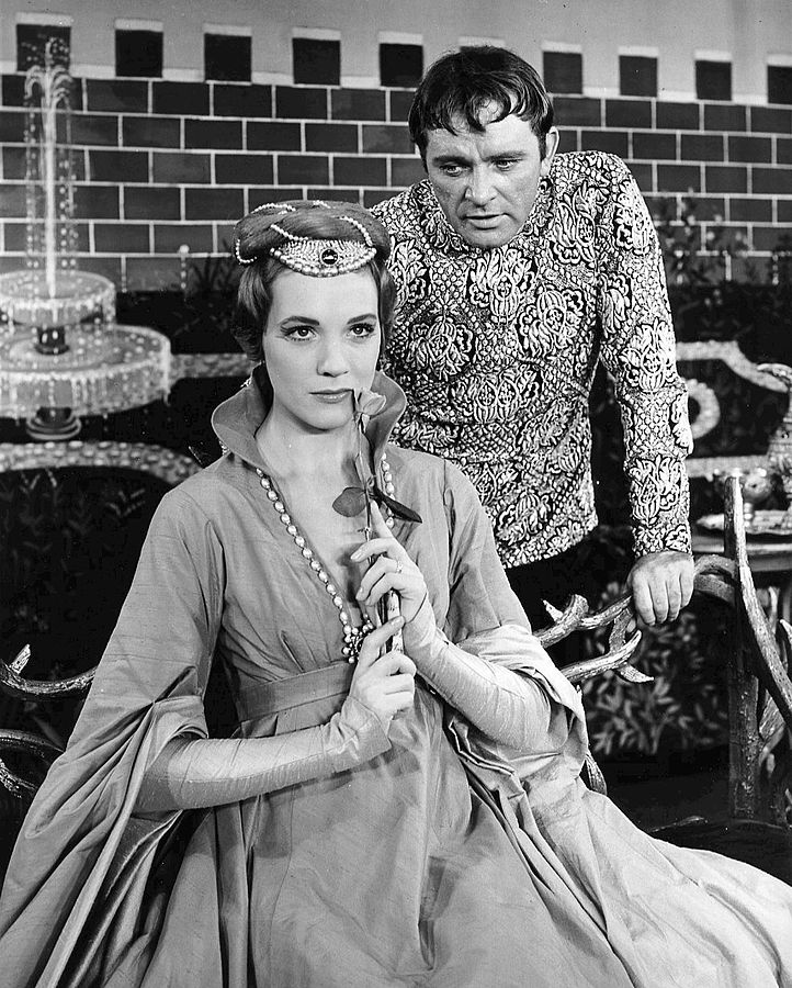 julie andrews 1960, english american actress, richard burton, british actor, 1950s broadway plays, camelot, musicals