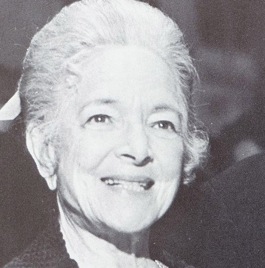 helen hayes 1972, american actress, broadway stage, 1930s movies, a farewell to arms, what every woman knows, vanessa her love story, 1940s movies, stage door canteen, 1950s movies, main street to broadway, anastasia, 1970s movies, herbie rides again, 1970s television mini series, the snoop sisters, ernesta snoop, elderly sisters, arthur haileys the moneychangers, retired, candleshoe, 1980s movies, miss marple, murder with mirrors, a caribbean mystery, older woman, husband charles macarthur, son james macarthur, octogenarian, senior citizen, septuagenarian, senior years, nonagenarian