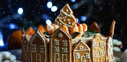 gingerbread cookies, gingerbread house, christmas cookies, holidays, baking, christmas treats, decorated cookies