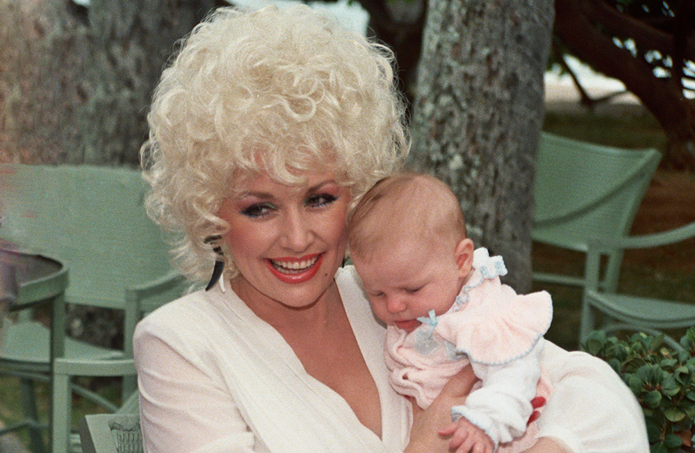 dolly parton 1983, american singer, country music singer, younger