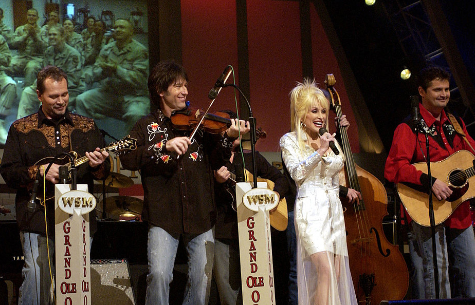 dolly parton 2005, american singer, country music superstar, grand ole opry, senior citizen