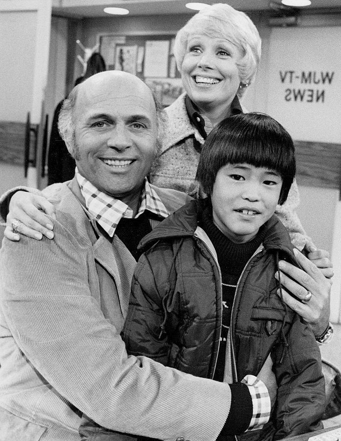 gavin macleod 1975, american actor, 1970s sitcoms, 1970s television series, 1970s tv shows, the mary tyler moore show, murray slaughter, marie slaughter, joyce bulifant, michael higa
