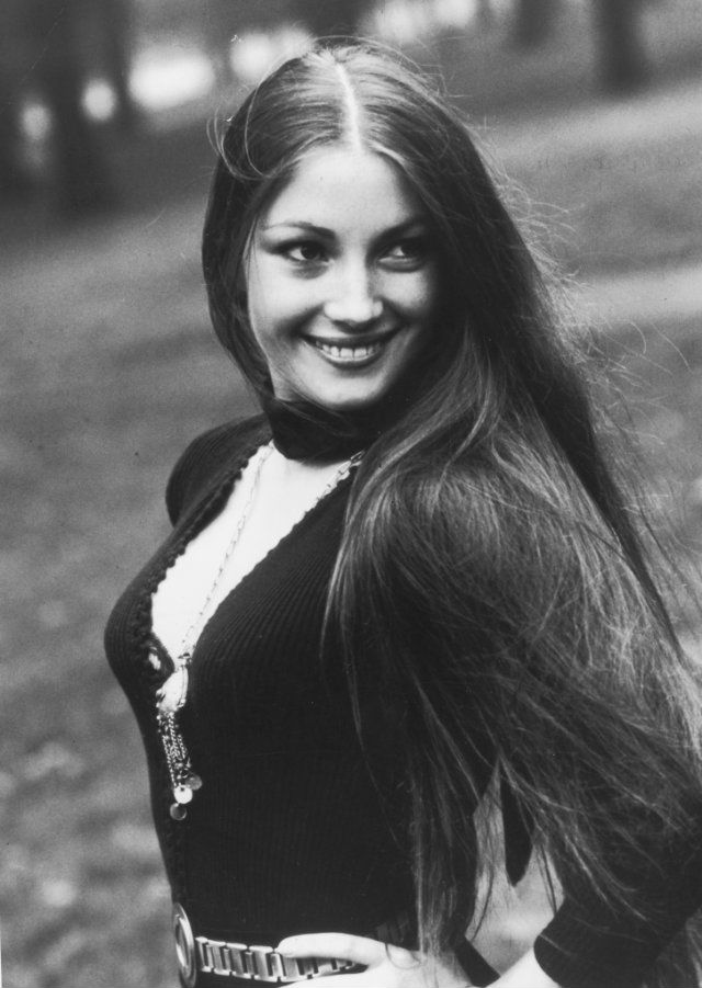jane seymour 1973, english actress, james bond movies, live and let die, bond girl, solitaire, american actress, 1970s movies