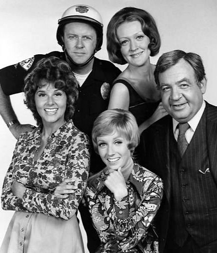 the sandy duncan show, sandy duncan 1972, 1970s television series, 1970s tv sitcoms, american actresses, actors, tom bosley, pam zarit, m emmet walsh, marian mercer, younger