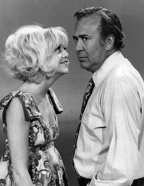carl reiner 1970, goldie hawn, american actors, comedians, 1970s television series, rowan and martins laugh in, guest stars, younger