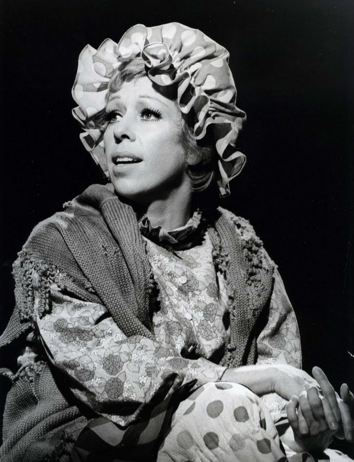carol burnett 1974, the carol burnett show, sketch comedy, comedy skits, sketch character, the charwoman, 1970s tv comedy, 70s television comedy shows, american actress, singer, comedian