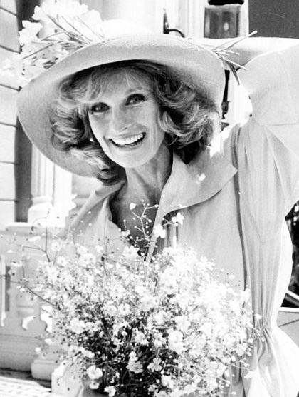 cloris leachman 1974, american character actress, 1970s television series, 1970s tv sitcoms, phyllis series, phyllis lindstrom character, cloris leachman younger