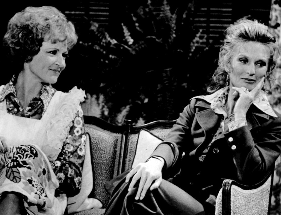 cloris leachman, betty white, 1973, the mary tyler moore show, 1970s sitcoms, american actresses, 1970s television series, phyllis lindstrom, sue ann nivens
