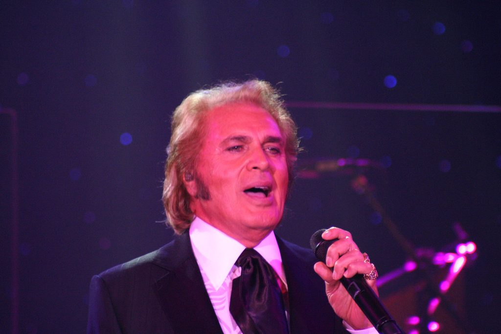 engelbert humperdinck 81, 2009, arnold dorsey, born in british india, english singer, love songs, crooner, release me, there goes my everything, the last waltz, a man without love, after the lovin, tv show host, the engelbert humperdinck show, born octogenarian, septuagenarian, senior citizen, celebrity birthday, may 2 birthday, born may 2 1936