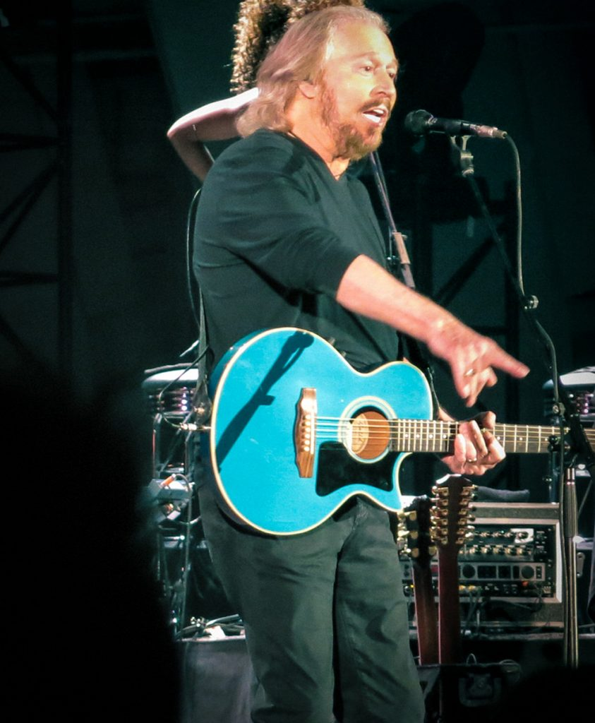 barry gibb 2014, concert performance, singing, australian singer, the bee gees, older