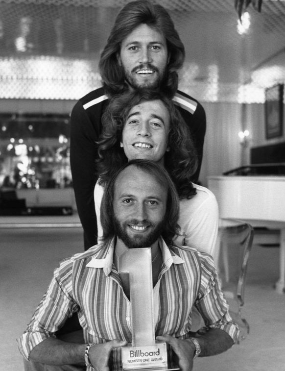 barry gibb 1977, robin gibb, maurice gibb, the bee gees