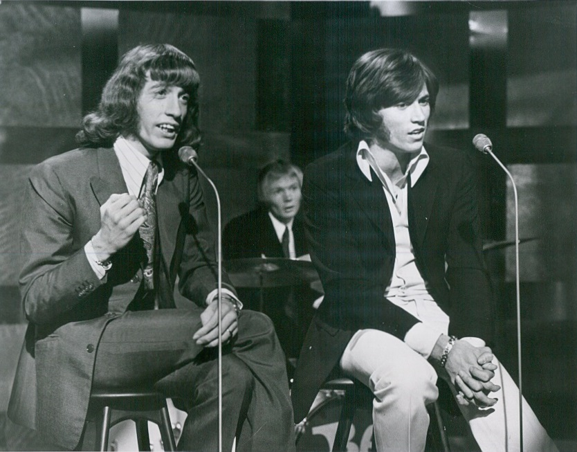 barry gibb 1969, robin ribb, colin petersen, the bee gees, this is tom jones, performing, younger