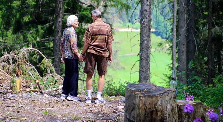 prostate cancer, symptoms, risk factors, mens health, older couple, aging,