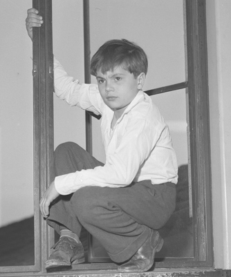 robert blake 1944, mickey gubitosi, bobby blake, american child actor, 1940s movie shorts, hal roachs our gang, little rascals movies, younger actor, child actor,