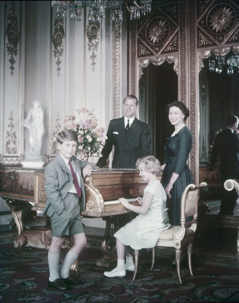 queen elizabeth 1957, prince charles, duke of edinborough, prince charles, duke of wales, princess anne, family