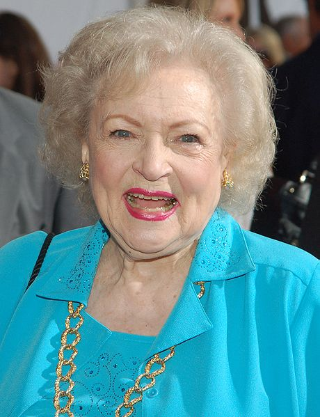 betty white 2009, american actress, 2000s movies, the proposal, senior citizen, octogenarian