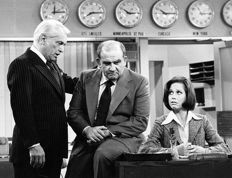 mary tyler moore show 1977, 1970s television series, 1970s tv sitcoms, american actors, mary tyler moore actress, mary richards, edward asner, lou grant, ted knight, ted baxter