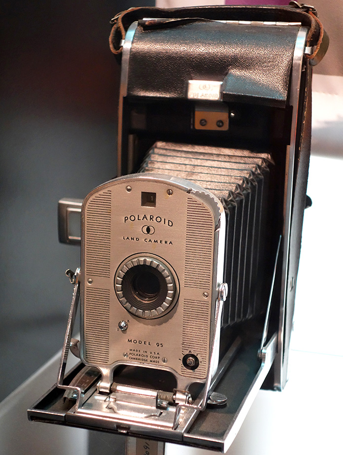 polaroid land camera, model 95, edwin herbert land, inventions, 1947 camera demonstration, instant cameras, instant film,