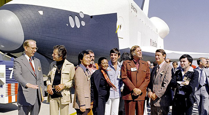 star trek cast 1976, shuttle enterprise, dr james c fletcher, deforest kelley, bones dr mccoy, george takei, star trek sulu, james doohan, star trek scotty, nichelle nichols, star trek lt uhura, leonard nimoy, vulcan spock, gene roddenberry, congressman don fuqua, walter koenig, star trek pavel chekov