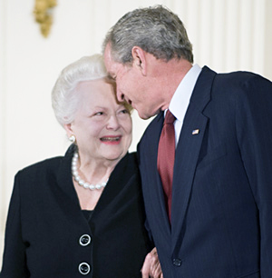olivia de havilland 2008, president geroge w bush, national endowment for the arts, national medal of the arts, english american actress, academy award winning actress
