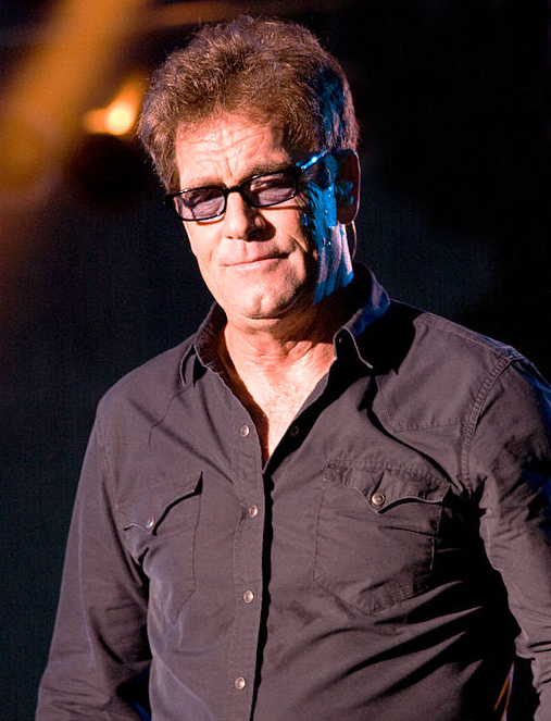 huey lewis 2009, nee hugh anthony cregg iii, american rock singer, songwriter, harmonica player, 1970s rock groups, clover lead vocals, huey lewis and the american express, 1980s rock bands, huey lewis and the news, 1980s hit rock singles, do you believe in love, i want a new drug, the heart of rock and roll, if this is it, walking on a thin line, the power of love, back in time, while were young, actor, huey lewis middle aged