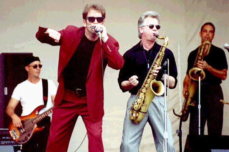huey lewis 2006, nee hugh anthony cregg iii, american rock singer, songwriter, harmonica player, rock bands, huey lewis and the news, bill gibson, johnny colla, sean hopper, mario cipollina, chris hayes, 1980s rock albums, sports album, 1980s hit rock singles, i want a new drug, the heart of rock and roll, if this is it, walking on a thin line, the power of love, back in time, while were young, huey lewis middle aged, born july 5 1950