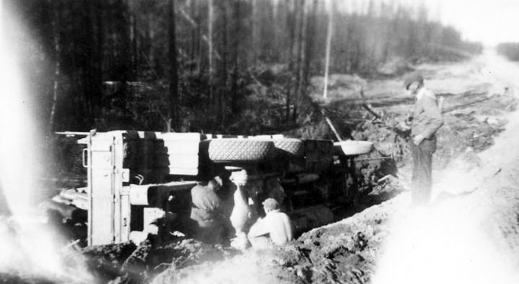 1940s alaskan highway construction, 1942 alaska highway road crew repairs, 1940s british columbia history