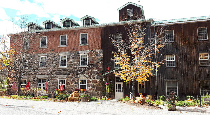 wakefield mill and inn, tourist destination, travel to ottawa, ottawa region tourism, gatineau parkway scenic drives, highway 5 quebec scenic drive, ottawa valley lookout, wakefield quebec, wakefield mill and inn quebec, nature scenery, autumn leaves, fall colors,