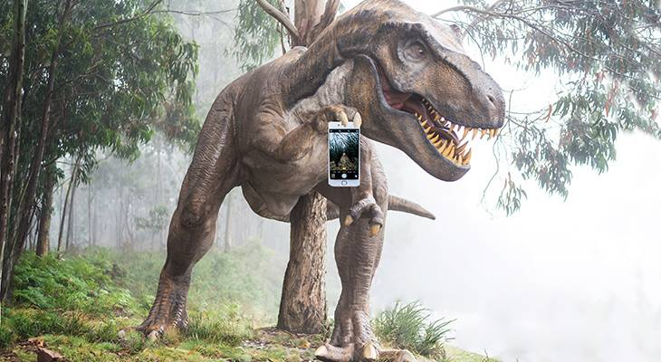 social media dinosaur, twitter, instagram, cellphone, how to use, techboomers tutorials, free courses, tech tips