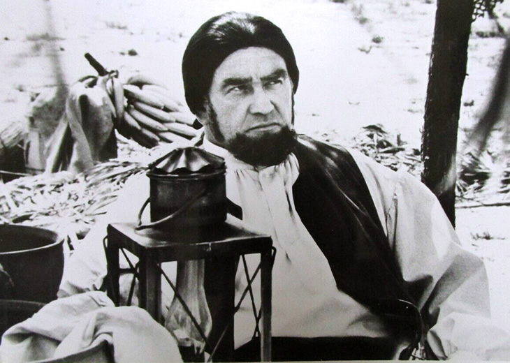 edward asner 1977, 1970s tv shows, roots miniseries, american actor, captain thomas davies, emmy awards