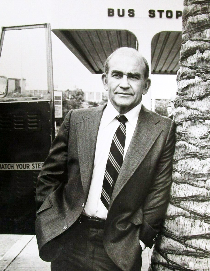 edward asner 1977, american actor, 1970s tv shows, lou grant star, newspaper dramas,