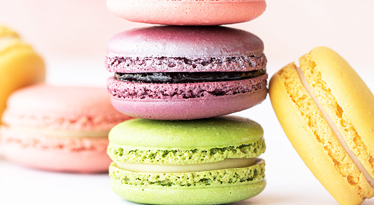 macarons, what is a macaron, macaron vs macaroon, meringue cookies, macaron how to, macaron video, macaron ideas