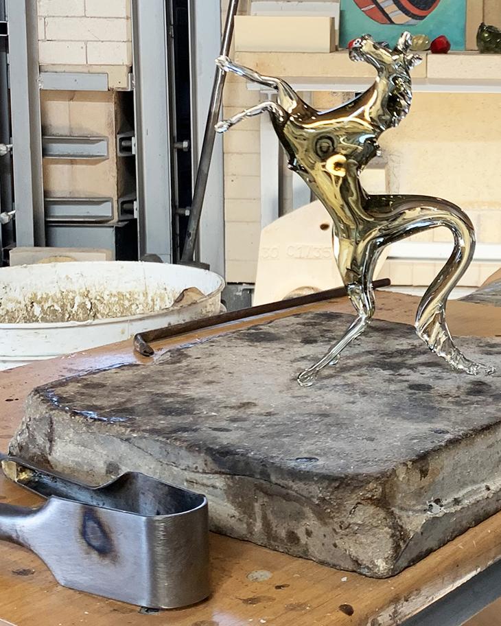 glass blowing demonstration, giudecca italy, venetian glass, murano glass, avg glass factory, glass horse figurine, arts alla giudecca, arti veneziane all giudecca,