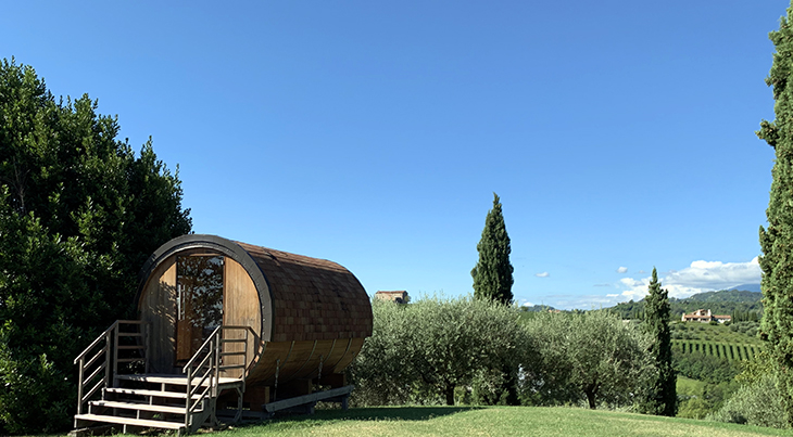 la vigna di sarah winery, vittorio veneto, treviso italy, lunotta, bed and breakfast cabin, wine barrel cabin