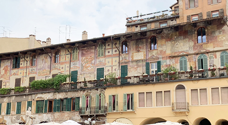 piazza delle erbe, verona italy attractions, mazzanti houses, casa mazzanti, alberto cavalli frescoes, frescoed houses, medieval houses, what to see in verona italy, sightseeing
