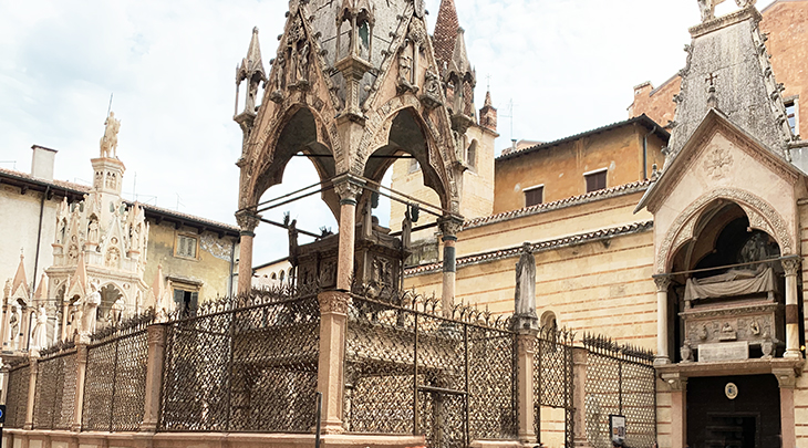 cangrande della scala tomb, cansignorio della scalla tomb, mastino ii tomb, coat of arms ladder, scala family tombs, church of santa maria antica, verona italy attractions, what to see in verona italy,