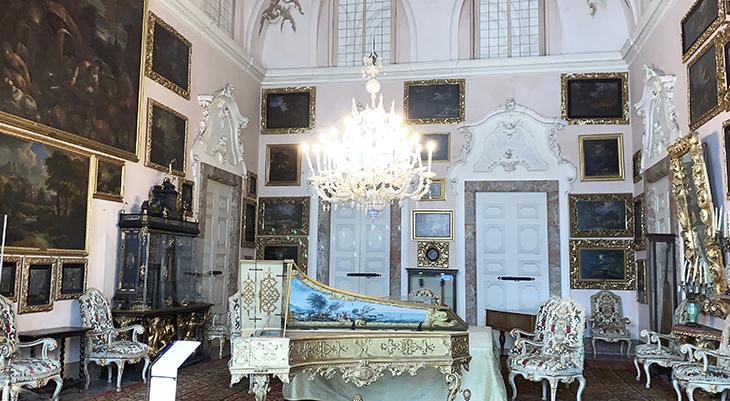 music room, isola bella palazzo, borromean summer palace, forte piano, 1700s murano glass chandelier, 18th century brocade, borromea palazzo