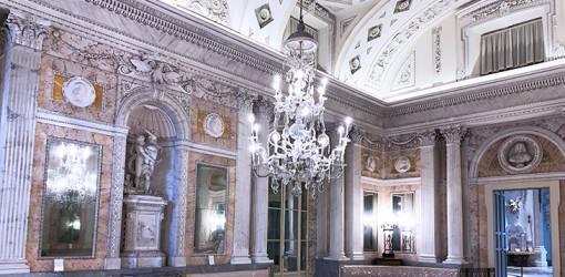 isola bella palazzo, borromean summer palace, statues, chandelier, mable floors, borromea palazzo