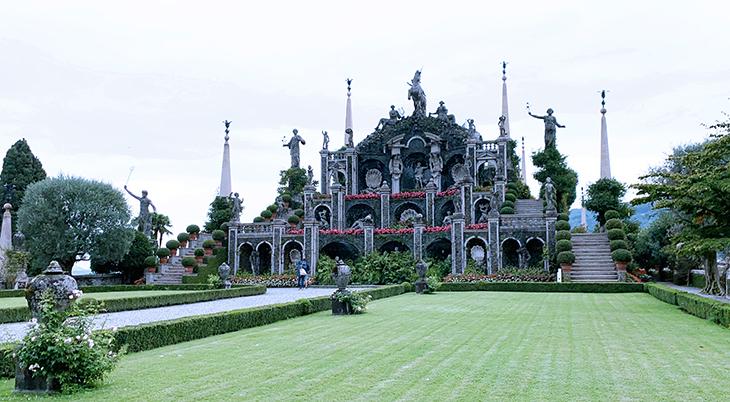 isola bella palazzo, borromean summer palace, borromea palazzo, teatro massimo, baroque gardens, carlo simonetta, sculptures
