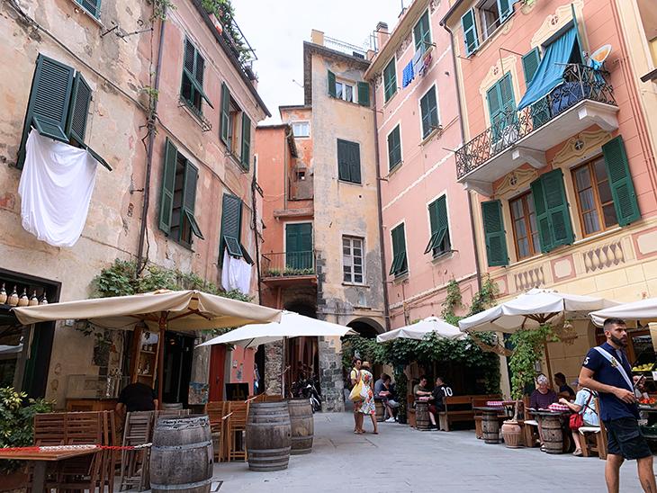 piazza matteotti, old monterosso, monterosso al mare, cinque terre, medieval italian towns,