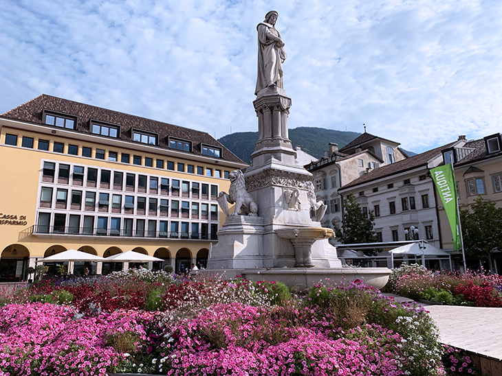 walther von der vogelweide statue, italian german town square, waltherplatz hotels, piazza walther von der vogelweide, historic bolzano plaza, bozen,